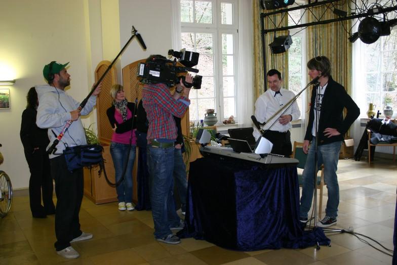 Micki Krause und Alleinunterhalter Keyboarder Karl mit dem RTL Team in Nrw